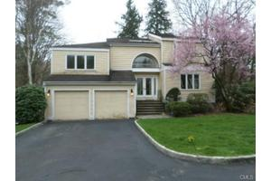 103 Silver Creek Ln, Norwalk, CT 06850