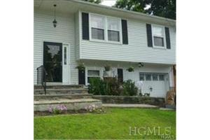 13 Creekview Ct, Wappingers Falls, NY 12590
