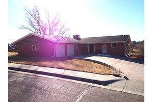 110 Sioux Rd, McCook, NE 69001