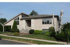 433 Chase Ave, Lyndhurst, NJ 07071