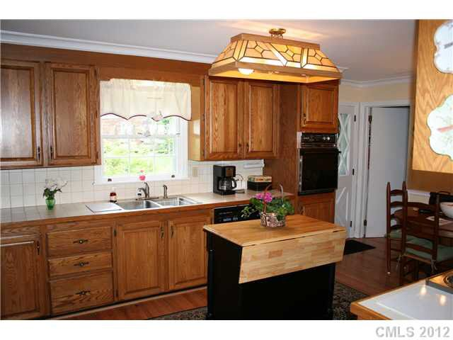 kitchen cabinet with hutch 1409 byerly ct nc 28209 realtor 174 19798