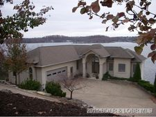 1129 Beacon Point Cir, Lake Ozark, MO 65049