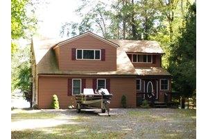 629 W Lakeview Dr, Lake Ariel, PA 18436