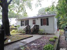 12 Mohawk Pl, Selden, NY 11784