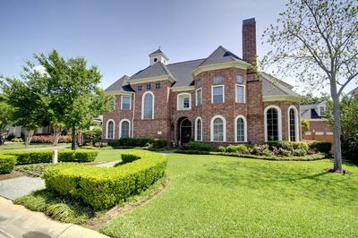907 Enclave Lake Dr, Houston, TX