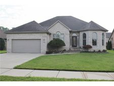 53296 Forestglade Dr, Chesterfield Township, MI 48047