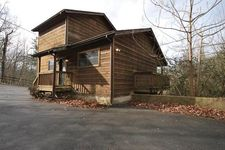 526 Geneva Ln, Gatlinburg, TN 37738