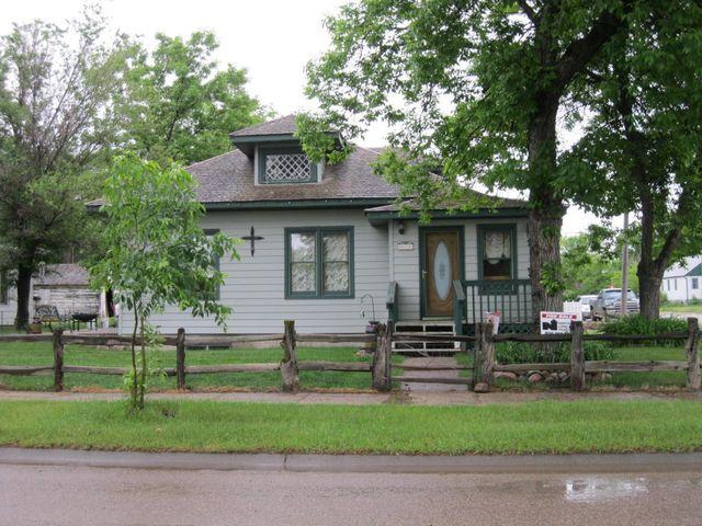 836 Indiana St, Chinook, MT 59523