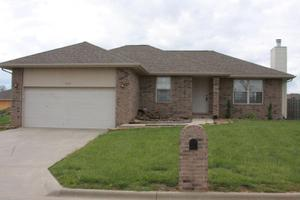 707 W Lake Ave, Clever, MO 65631