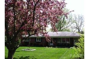 1320 W Cedar Hills Dr, Dunlap, IL 61525