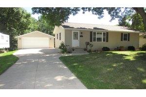 681 Pleasant Ave, Zumbrota, MN 55992