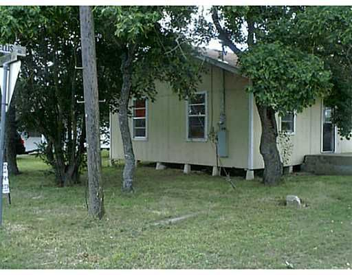 286 N Ellis St, Giddings, TX 78942