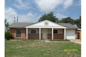 743 Marland Dr, Ponca City, OK 74601