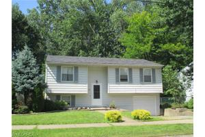 318 Hayer Dr, Painesville, OH 44077