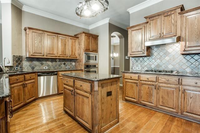 9736 barksdale dr fort worth tx 76244 for Kitchen cabinets 76244