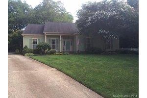 702 Wild Oak Ct, Charlotte, NC 28216