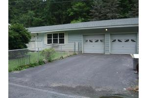 49 Hickory Dr, Lock Haven, PA 17745