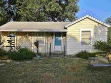 1025 N Pine St, Waurika, OK 73573