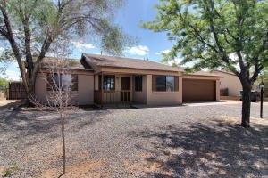 524 Apache Loop SW, Rio Rancho, NM 87124