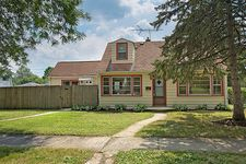 301 Hudson St S, Westmont, IL 60559