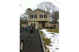 404 Birch Hollow Dr, Shirley, NY 11967