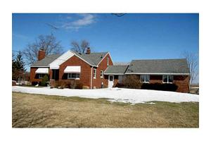 26756 Tracy Rd, Walbridge, OH 43465
