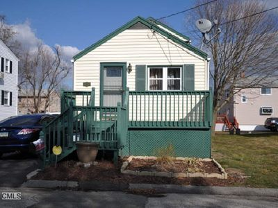 100 Meadowview Ave, Stratford, CT