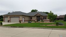 909 9th Ave Sw, Pipestone, MN 56164