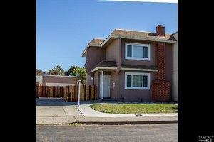 879 Goldcoast Dr, Fairfield, CA 94533