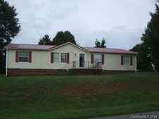 102 Mountain Brook Dr, Bessemer City, NC 28016