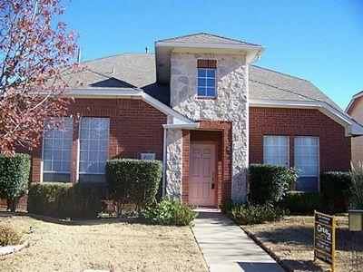 807 Cobblestone Dr, Lewisville, TX
