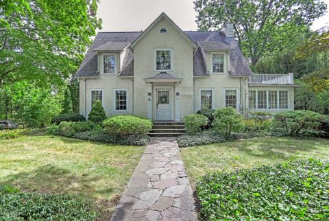 76 Shore Rd, Old Greenwich, CT 06870