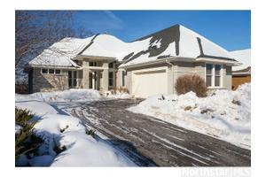1475 Skyline Dr, Golden Valley, MN 55422