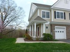 51 Carnoustie Cir, Bloomfield, CT 06002