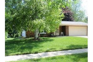 241 E Norport Dr, Port Washington, WI 53074