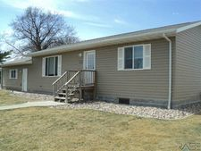 301 N Franklin St, Elk Point, SD 57025