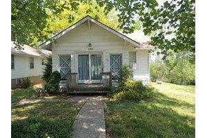 10628 E Scarritt Ave, Sugar Creek, MO 64054