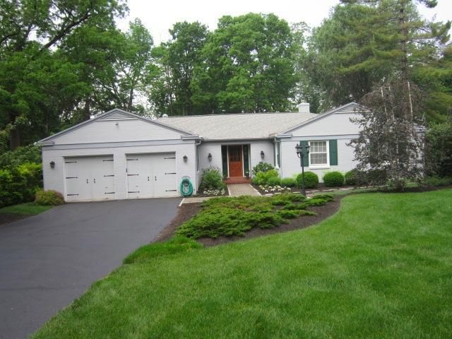 1121 Oakwood Ave, Oakwood, OH 45419 - realtor.com®
