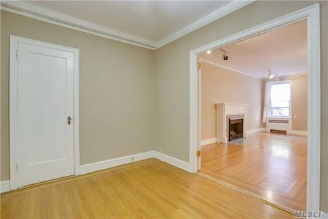 8 Barstow Rd Apt 2 D, Great Neck, NY 11021