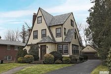 74 Meadow St, Garden City, NY 11530