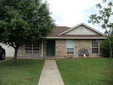 1004 Solomon Dr, Commerce, TX 75428