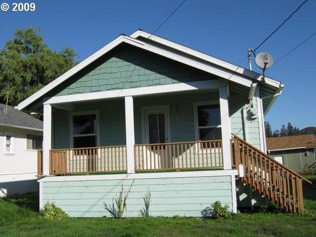 723 Mill Ave Reedsport, OR 97467