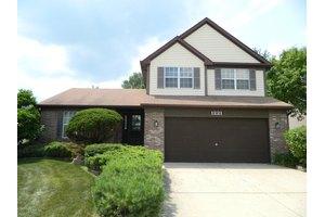 1221 Goldenrod Ln, Hoffman Estates, IL 60192