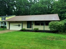 26102 Defoe Dr, North Olmsted, OH 44070