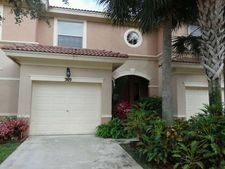 369 River Bluff Ln, Royal Palm Beach, FL 33411