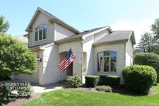 857 Emerald Ct, Willowbrook, IL 60527
