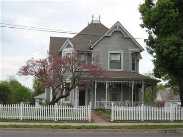 102 S Oak St, California, MO