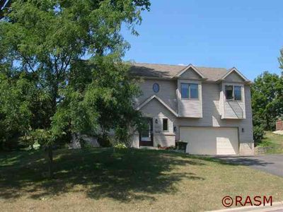 526 Sioux Ln, Saint Peter, MN