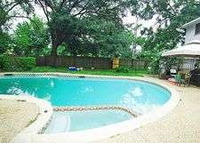 7402 Maple Tree Dr, Houston, TX 77088