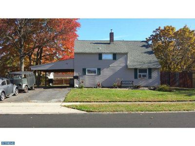 54 Greenbrier Rd, Levittown, PA 19057